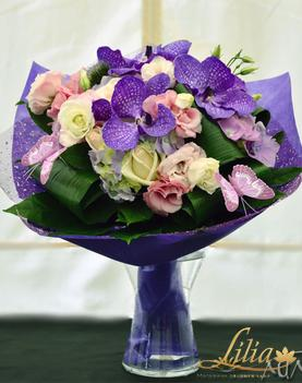 Bouquet with Vandas roses and EUSTOMA